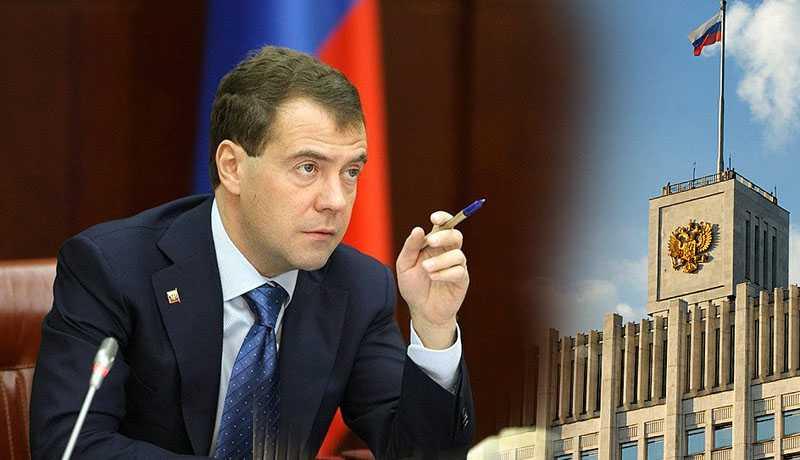Медведев указал чиновникам на разгильдяйство и затягивание сроков при выполнении поручений
