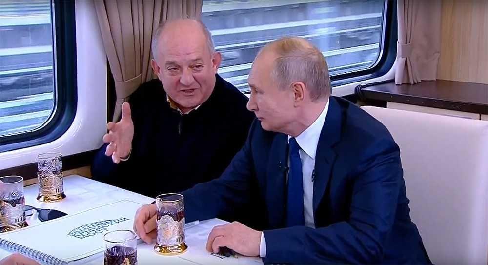 Путин в купе поезда на крым