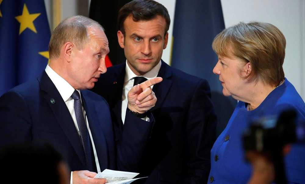 Президенты России, Франции и Германии провели трехсторонний разговор по телефону