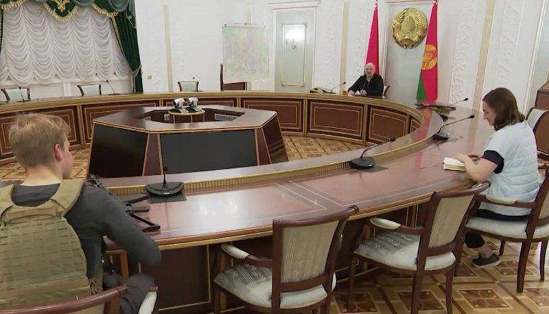Николай Лукашенко с автоматом