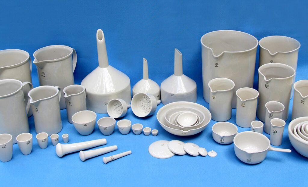 Основные преимущества керамической посуды для лаборатории