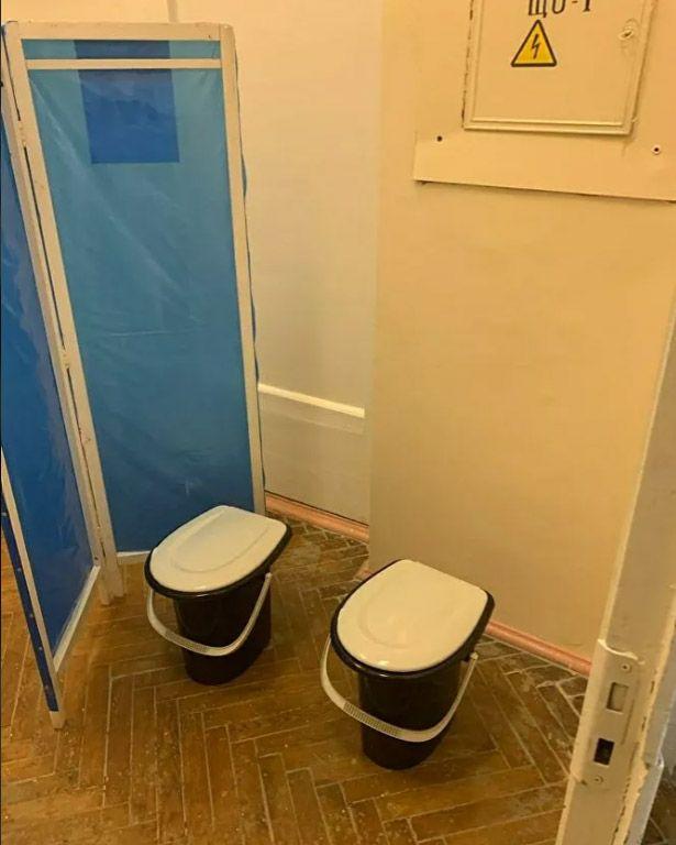 в курской больнице устроили туалет за ширмой