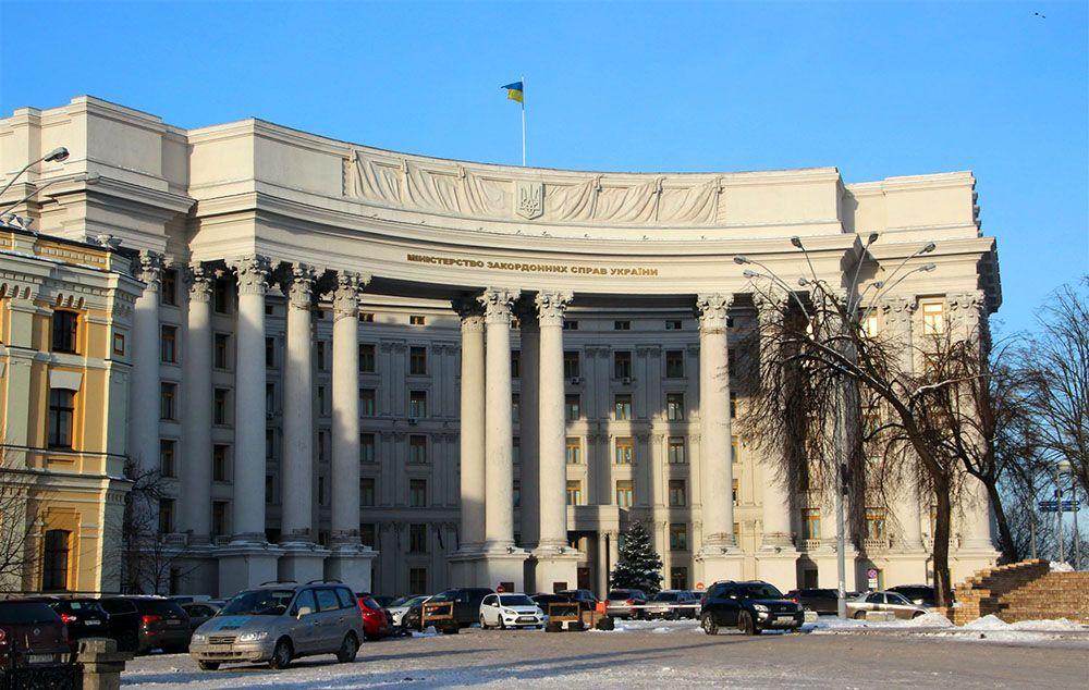 МИД Украины отверг обвинения Лукашенко о ввозе в РБ «тонн оружия» и обвинил его в запугивании народа