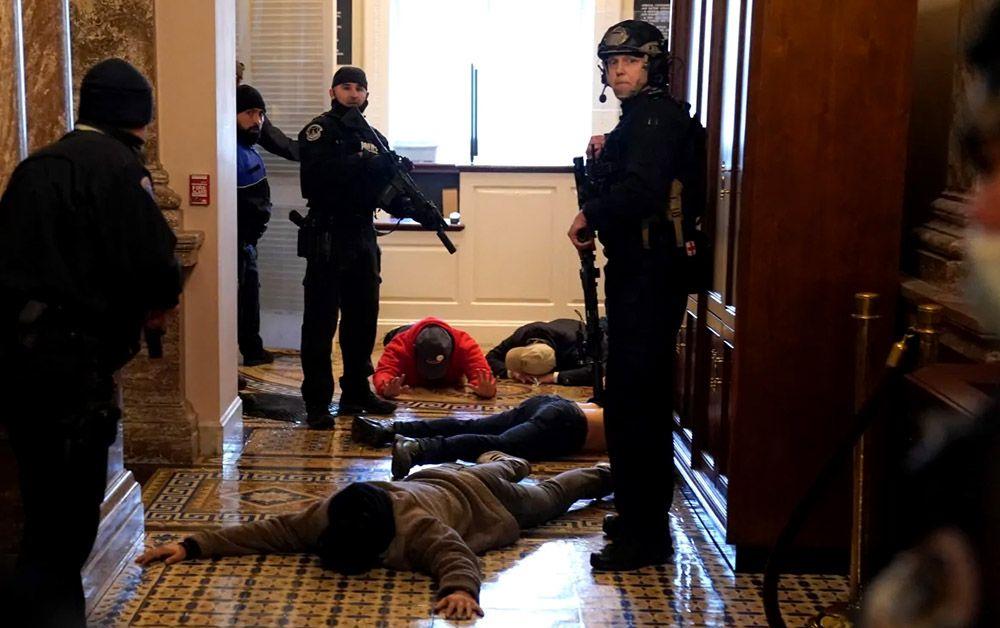 проникшие в здание конгресса США