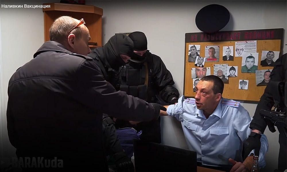 Сеть взорвало видео в котором ненастоящий депутат Наливкин взялся за вакцинацию