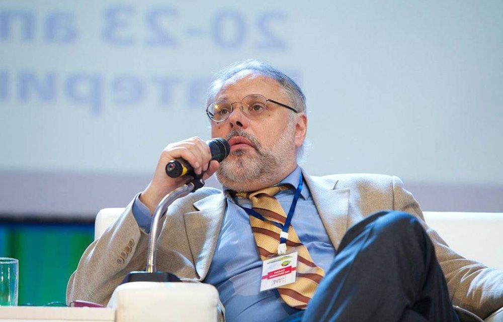 """Хазин пояснил, как Россия """"спасётся"""" после мирового обвала экономики"""