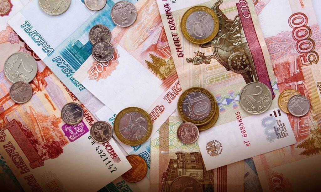 Новая купюра достоинством сто рублей с символами Москвы поступит в свободное обращение в России к концу 2022 года.